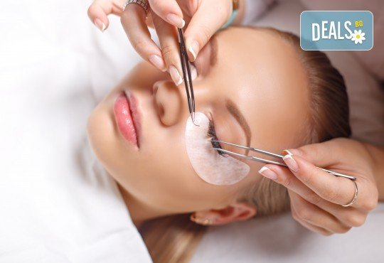 Удължаване и сгъстяване на мигли чрез метода косъм по косъм в салон за красота Женско царство в Центъра или Студентски град! - Снимка 1
