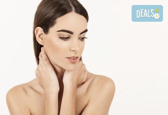 Фотоподмладяване на лице, шия и деколте - заличаване на пигментни петна и фини бръчки в салон за красота Женско царство, Студентски град - Снимка 1