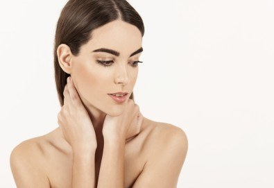 Фотоподмладяване на лице, шия и деколте - заличаване на пигментни петна и фини бръчки в салон за красота Женско царство, Студентски град - Снимка
