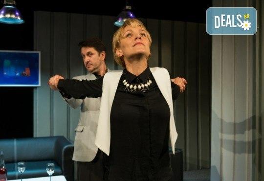 """Асен Блатечки и Койна Русева в най-новата комедия Театрална къща Viva Arte - """"Лъжата"""", на 23.04. от 19 ч., в Театър Сълза и Смях, 1 билет - Снимка 2"""