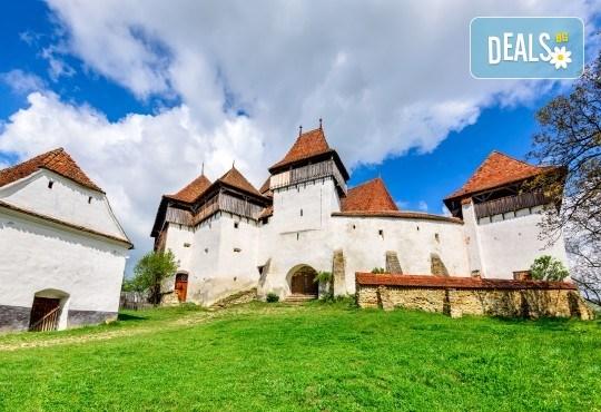Уикенд в Румъния през пролетта или лятото! 2 нощувки със закуски в Синая, транспорт, екскурзовод, разходка в Букурещ и възможност за посещение на замъка в Бран! - Снимка 10