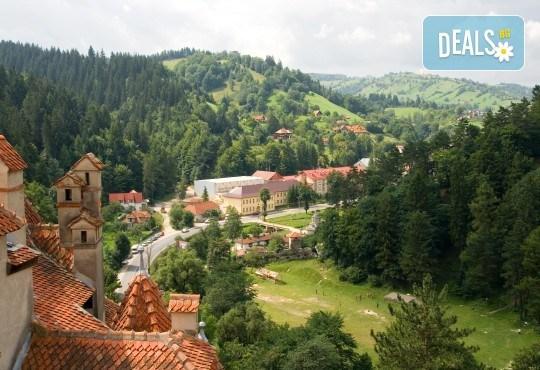 Уикенд в Румъния през пролетта или лятото! 2 нощувки със закуски в Синая, транспорт, екскурзовод, разходка в Букурещ и възможност за посещение на замъка в Бран! - Снимка 1