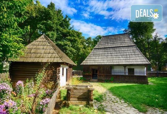 Уикенд в Румъния през пролетта или лятото! 2 нощувки със закуски в Синая, транспорт, екскурзовод, разходка в Букурещ и възможност за посещение на замъка в Бран! - Снимка 9