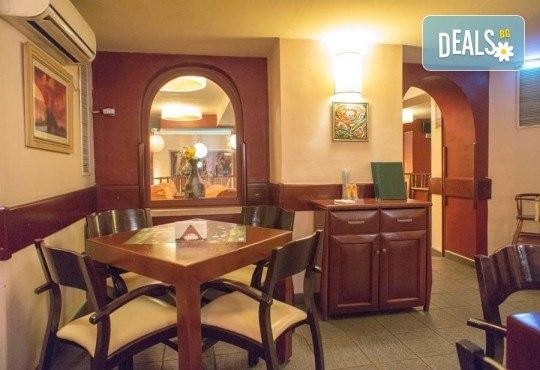 Обяд или вечеря в Ресторанти Златна круша! Две големи тънки пици или три малки тънки пици - Снимка 9