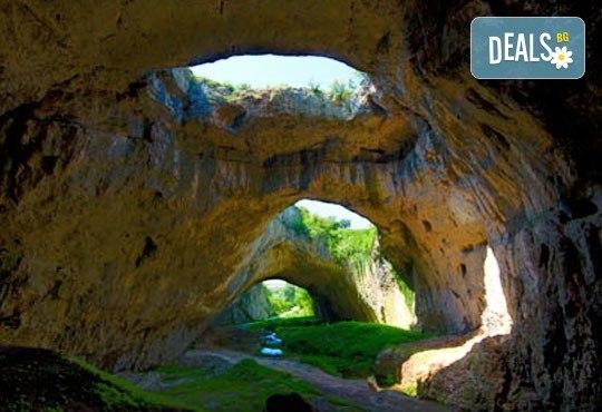 Еднодневна екскурзия на 01.04. до Деветашката пещера, Крушунските водопади и Ловеч с транспорт и водач от агенция Поход - Снимка 1