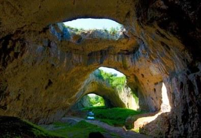 Еднодневна екскурзия на 01.04. до Деветашката пещера, Крушунските водопади и Ловеч с транспорт и водач от агенция Поход - Снимка