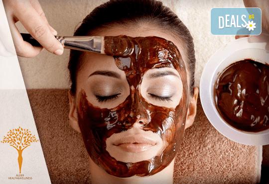 90-минутна шоколадова СПА терапия! Масаж на цяло тяло с шоколадов лосион, пилинг с шоколад, подхранваща маска на лице, ароматни свещи и изкушаващи шоколадови бонбони за пълна наслада в Alder health & wellness! - Снимка 2