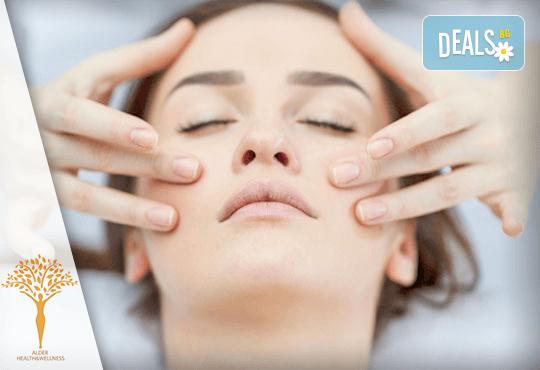 Грижа и красота в едно! 30-минутен лимфодренажен анти-ейдж масаж на лице в Масажно студио Alder health & wellness! - Снимка 2