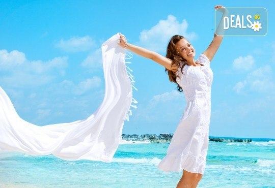 На плаж в Амолофи и разходка в Кавала през юни или юли с ТА Солео 8! 2 нощувки със закуски в Oceanis 3*, транспорт и екскурзовод - Снимка 1