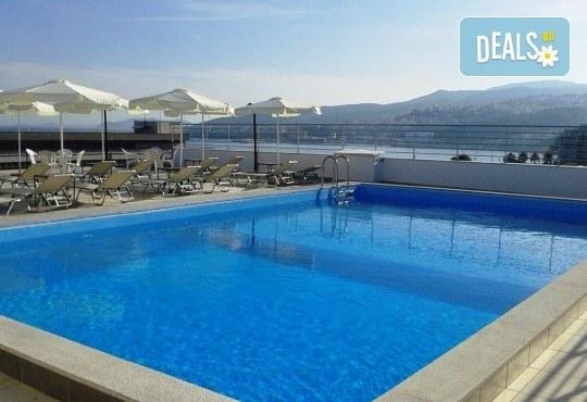 На плаж в Амолофи и разходка в Кавала през юни или юли с ТА Солео 8! 2 нощувки със закуски в Oceanis 3*, транспорт и екскурзовод - Снимка 11