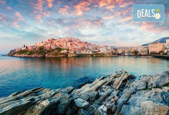 На плаж в Амолофи и разходка в Кавала през юни или юли с ТА Солео 8! 2 нощувки със закуски в Oceanis 3*, транспорт и екскурзовод - Снимка 3