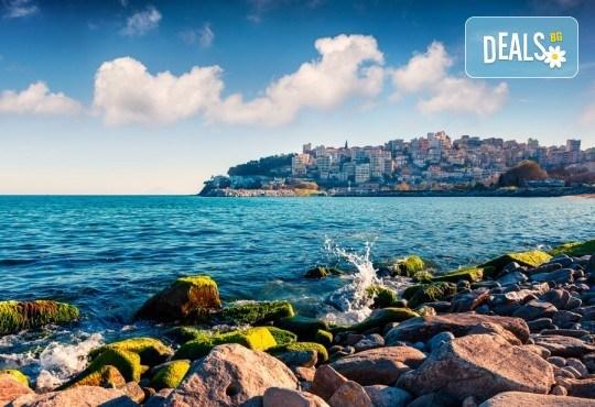 На плаж в Амолофи и разходка в Кавала през юни или юли с ТА Солео 8! 2 нощувки със закуски в Oceanis 3*, транспорт и екскурзовод - Снимка 2