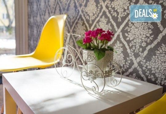 Красив и дълготраен цвят! Маникюр с гел лак и 2 декорации по избор на клиента в салон Фиоре Мио! - Снимка 5