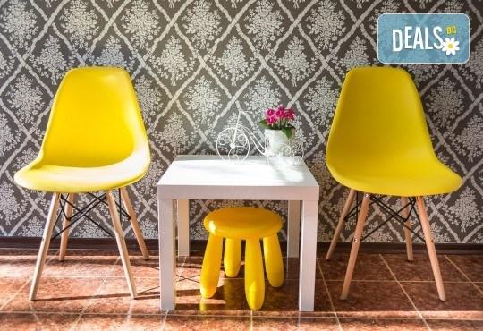Красив и дълготраен цвят! Маникюр с гел лак и 2 декорации по избор на клиента в салон Фиоре Мио! - Снимка 7