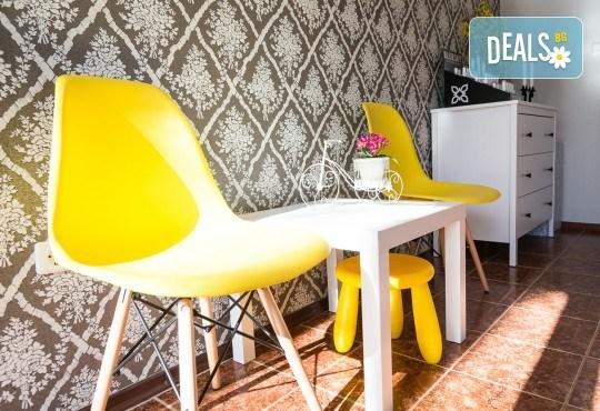 Красив и дълготраен цвят! Маникюр с гел лак и 2 декорации по избор на клиента в салон Фиоре Мио! - Снимка 8