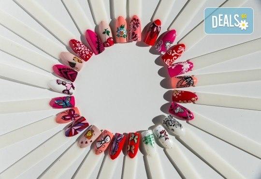 Красив и дълготраен цвят! Маникюр с гел лак и 2 декорации по избор на клиента в салон Фиоре Мио! - Снимка 10