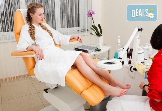 Грижа и красота за краката! Класически педикюр и премахване на кожни и нокътни малформации в салон Фиоре Мио! - Снимка 3