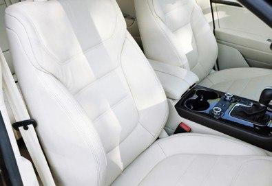 Пране на салон на лек автомобил с висококачествени препарати в сервиз Автомакс 13! Предплатете! - Снимка