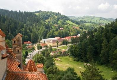 Уикенд в Румъния през пролетта или лятото! 2 нощувки със закуски в Синая, транспорт, екскурзовод, разходка в Букурещ и възможност за посещение на замъка в Бран! - Снимка