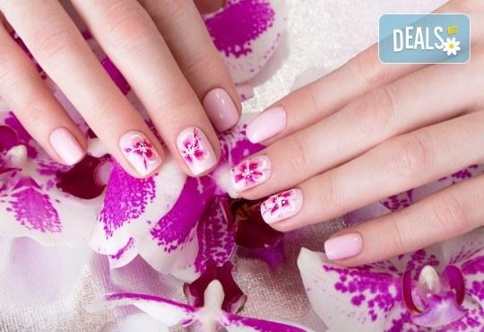 Красиви и изящни цветове! Дълготраен маникюр с гел лак BlueSky и 2 декорации в WAVE STUDIO - НДК! - Снимка 2
