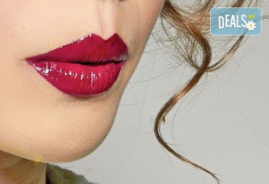 Безиглено уголемяване и уплътняване на устни чрез влагане на хиалурон с ултразвук - 1, 6 или 8 процедури от NSB Beauty Center! - Снимка 3