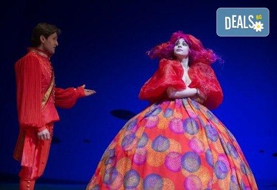 Гледайте с децата Малката морска сирена на 14.04. от 11 ч., в Театър ''София'', билет за двама! С награда Икар 2017 за сценография! - Снимка 3