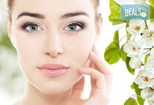 Диамантено дермабразио и изсветляваща и хидратираща терапия с професионална козметика на Fleur's в салон Bossa Nova! - Снимка 1