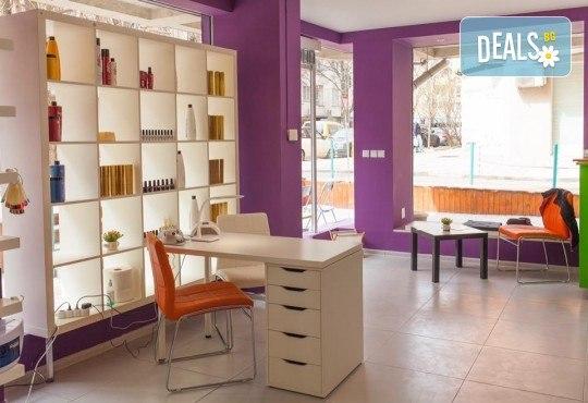 Диамантено дермабразио и изсветляваща и хидратираща терапия с професионална козметика на Fleur's в салон Bossa Nova! - Снимка 3
