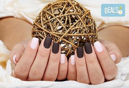 Класически или френски маникюр с гел лак Blue Sky или Rec, богат избор от ефекти, 4 авторски декорации и хидратиращ масаж на ръце в Beauty center D&M! - Снимка 4