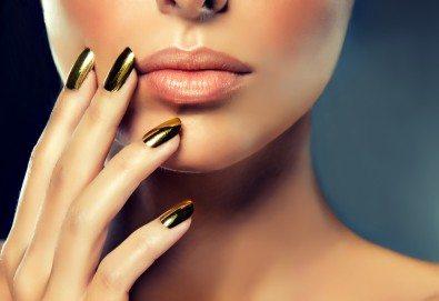 Класически или френски маникюр с гел лак Blue Sky или Rec, богат избор от ефекти, 4 авторски декорации и хидратиращ масаж на ръце в Beauty center D&M! - Снимка