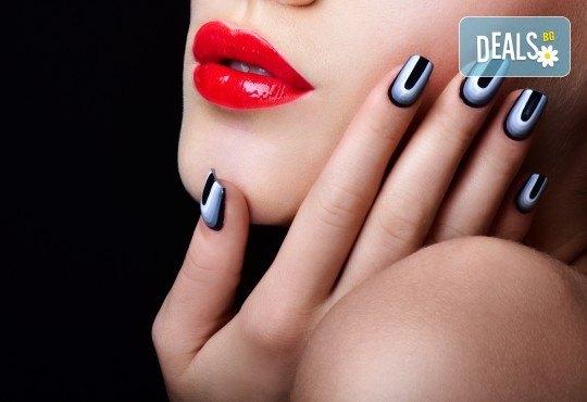 Маникюр с гел лак, богат избор от ефекти, 4 авторски декорации и масаж в D&M