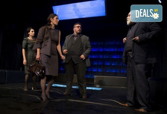 Гледайте най-новата постановка Пияните на 29.04. (неделя) в Малък градски театър Зад канала! - Снимка 5