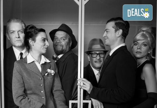 Вечер на комедията с Апартаментът на 10-ти април (вторник) в МГТ Зад канала! - Снимка 4