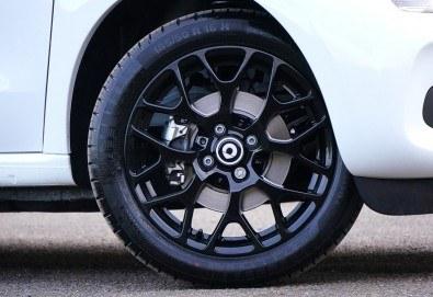 Смяна на 4 броя гуми, монтаж, демонтаж, баланс, тежести и смяна на 4 винтила в сервиз Автомакс 13 в кв. Люлин 7! Предплатете! - Снимка