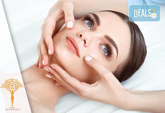 Грижа и красота в едно! 30-минутен лимфодренажен анти-ейдж масаж на лице в Масажно студио Alder health & wellness! - Снимка 1