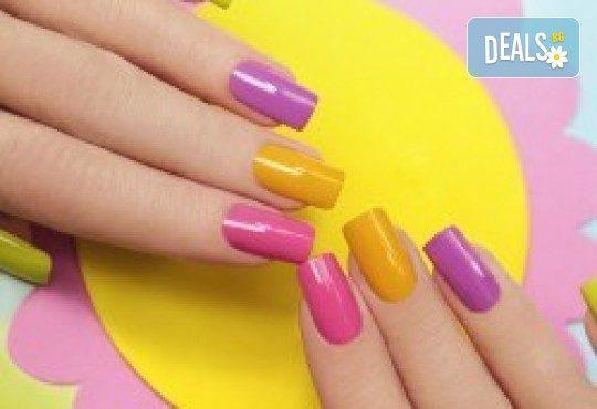 Перфектни цветове! Дълготраен маникюр с гел лак BlueSky, Shellac и CND в Салон за красота Miss Beauty! - Снимка 1