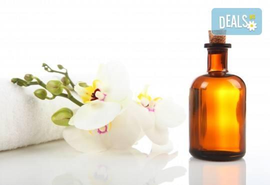 Релакс, аромати и екзотика! Арома, релаксиращ или болкоуспокояващ масаж на цяло тяло с масла от макадамия, жасмин, кокос, ирис, шоколад или къпина в Massage and therapy Freerun! - Снимка 3