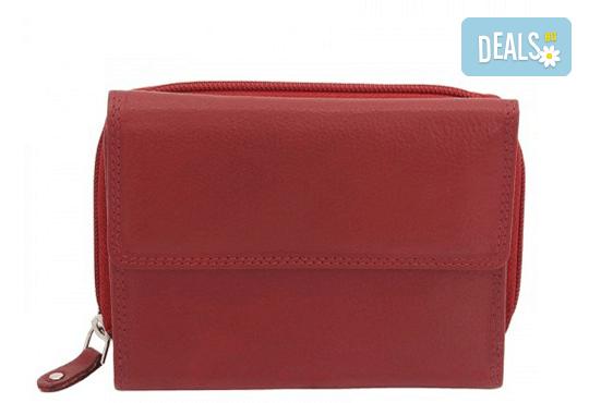 Дамско портмоне на Friedrich от естествена кожа в червен цвят и RFID защита за безконтактни кредитни карти! - Снимка 1