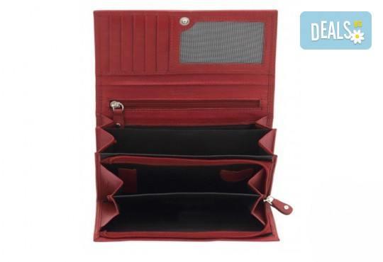 Красиво и стилно! Дамско портмоне в червен цвят от естествена кожа и RFID защита за безконтактни кредитни карти на Friedrich! - Снимка 1