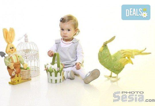 Пролетна семейна или детска фотосесия със 160-180 кадъра и фотокнига с твърди корици по желание от Photosesia.com! - Снимка 1