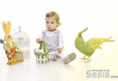 Пролетна семейна или детска фотосесия със 160-180 кадъра и фотокнига с твърди корици по желание от Photosesia.com! - Снимка