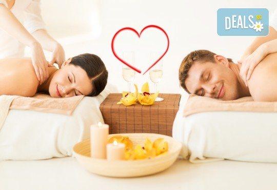 Лукс и романтика! Романтичен масаж за двама със златни частици и комплимент бяло вино в SPA център Senses Massage & Recreation! - Снимка 1
