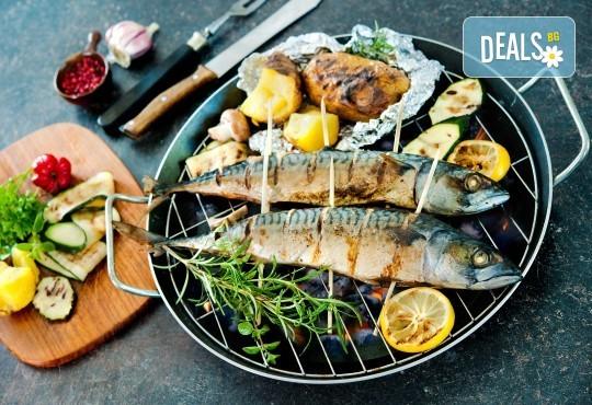 Кулинарен круиз за двама! Две порции Норвежка скумрия с гарнитура в Ресторант BALITO! - Снимка 1