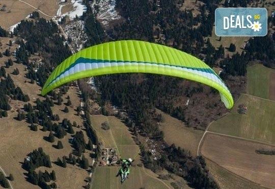 Височинен тандемен полет с парапланер от до 2000 метра - свободно летене от Витоша, Сопот, Беклемето или Конявската планина със заснемане с HD аction камера от Dedalus Paragliding Club! - Снимка 1