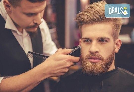 Мъжко подстригване, измиване, нанасяне на маска, подсушаване и стилизиране + оформяне на брада във Фризьорски салон Никол! - Снимка 1