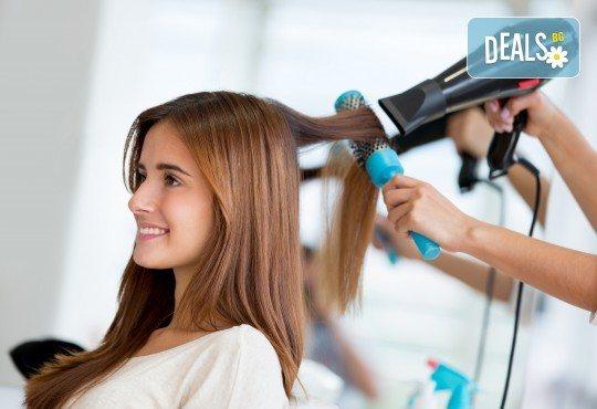 Боядисване с професионална боя на FarmaVita, подстригване, нанасяне на дълбоко подхранваща кератинова терапия, ламиниращо олио и сешоар във Фризьорски салон Никол! - Снимка 3