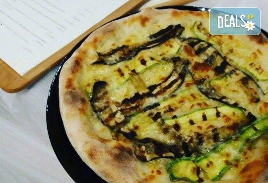 Апетитна пица по избор с автентичен вкус по оригинална рецепта от италиански ресторант Mangia e Bevi в центъра на София! - Снимка 5