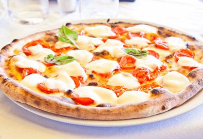 Апетитна пица по избор с автентичен вкус по оригинална рецепта от италиански ресторант Mangia e Bevi в центъра на София! - Снимка