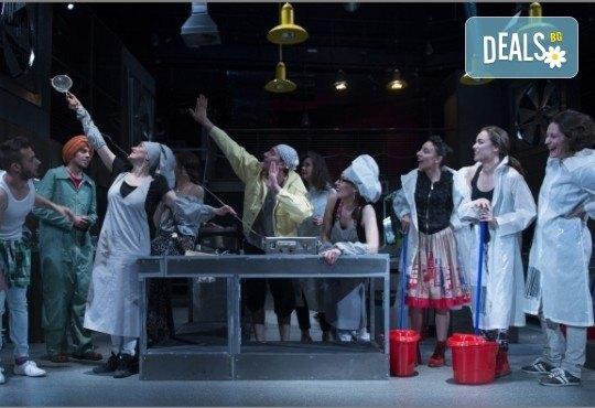Култов спектакъл в Младежки театър! Гледайте Кухнята на 15.05. от 19.00ч, голяма сцена, билет за един! - Снимка 12