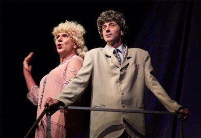 """Една от най-страхотните комедии - """"Някои го предпочитат..."""", гледайте на 16.05. от 19.00 ч. в Младежки театър, билет за един - Снимка"""